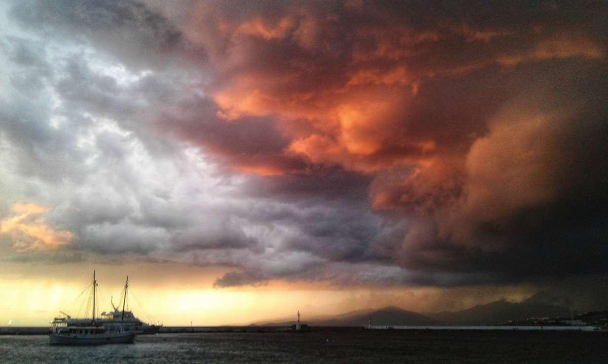 Fotos do tempo em Mykonos. Previsões do tempo com lindas fotos de Παναγιώτης Γκιώκας