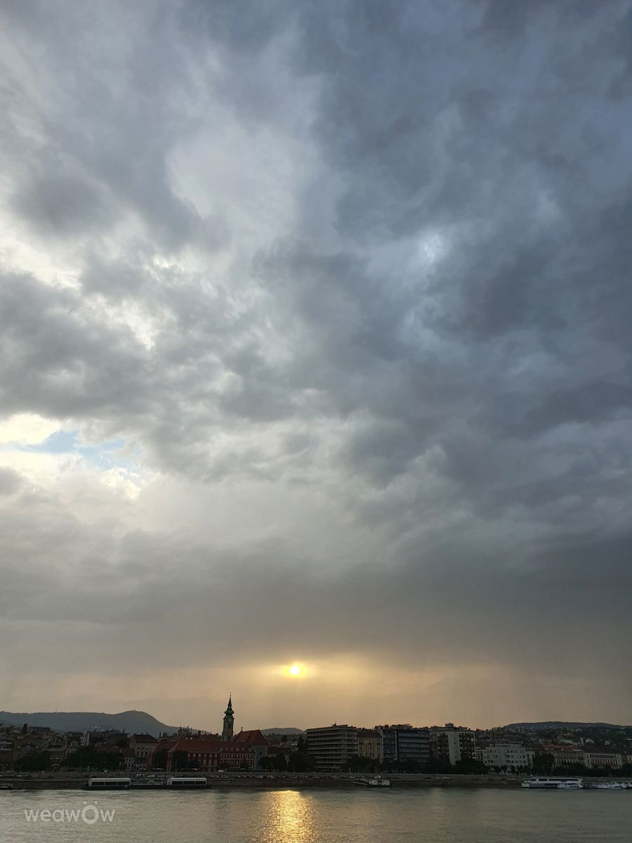 Weather Photos in Budapest. Weather forecasts with beautiful photos by IngridB