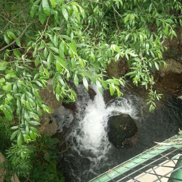это водапад на горах Израиля.