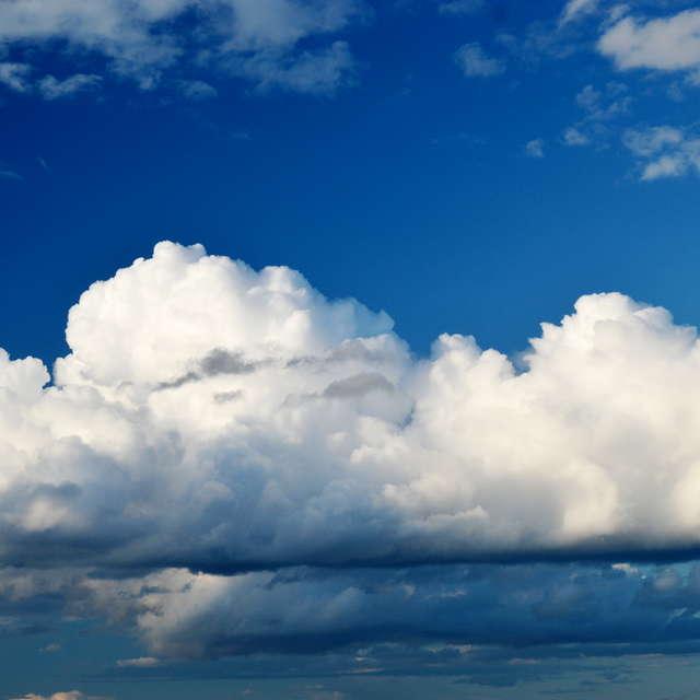 Красивые облака в голубом небе