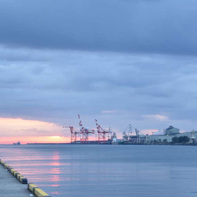 仙台新港の朝