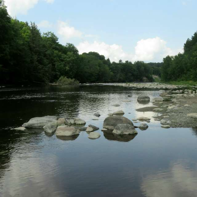 Reflet sur la rivière