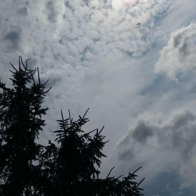 Letadlo mezi mraky