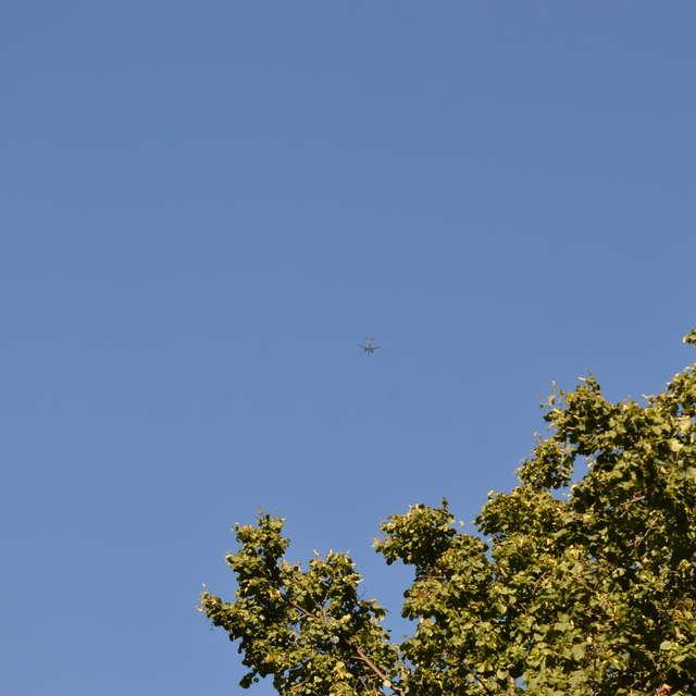 Пассажирский самолёт в небе