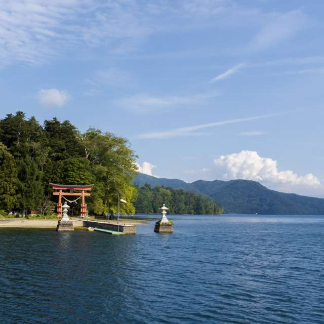 野尻湖の琵琶島は野尻城跡で現在は宇賀神社が在ります
