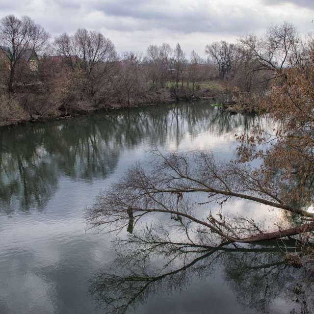 Облака, река