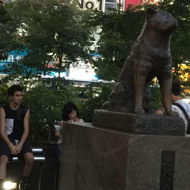 渋谷ハチ公前にて!