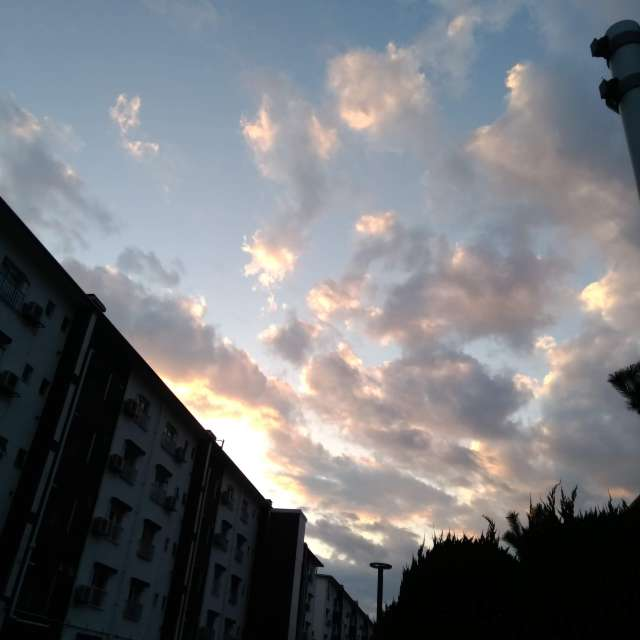 秋 団地の夕日
