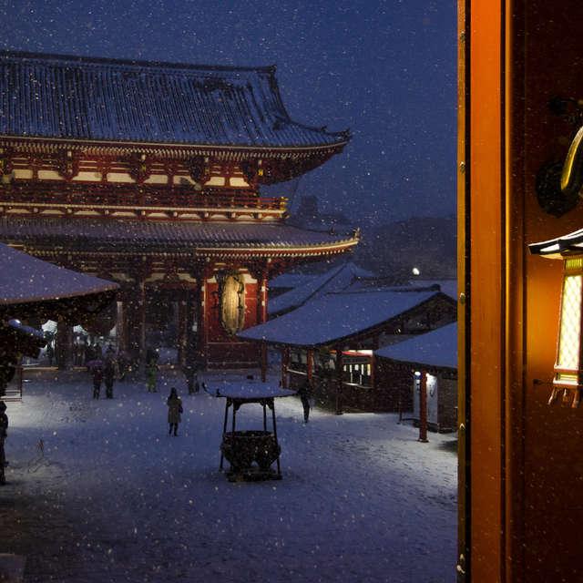 雪の夜の灯籠