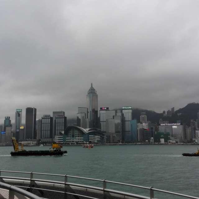 曇り空の香港