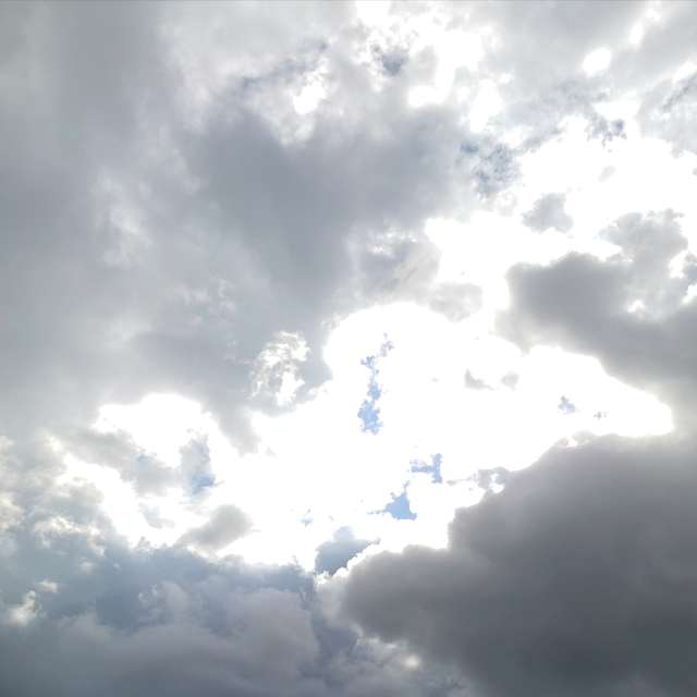 快晴の後急に厚い雲が広がってきました