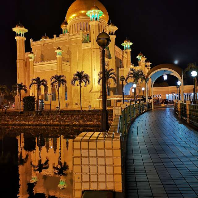 Sultan OmarAliSaifuddin Mosque