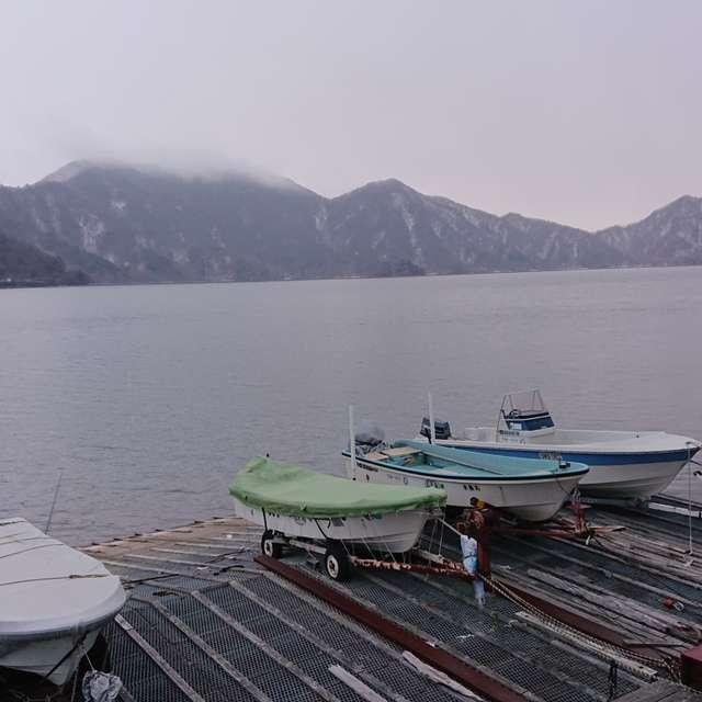 早春の中禅寺湖の朝