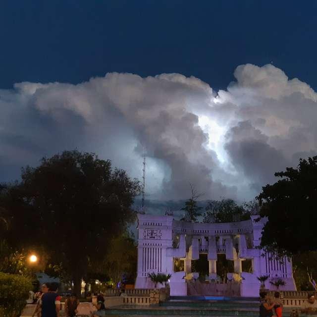 Tarde de tormenta en la ciudad
