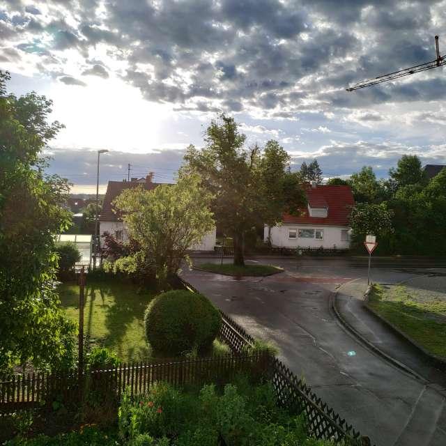 Sonnenaufgang nach einem Regen