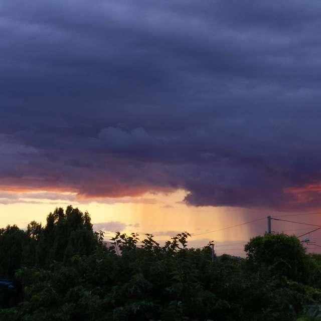 Orage tonnerre lever du soleil