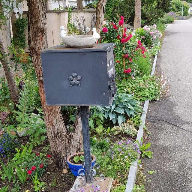 Briefkasten und Garten