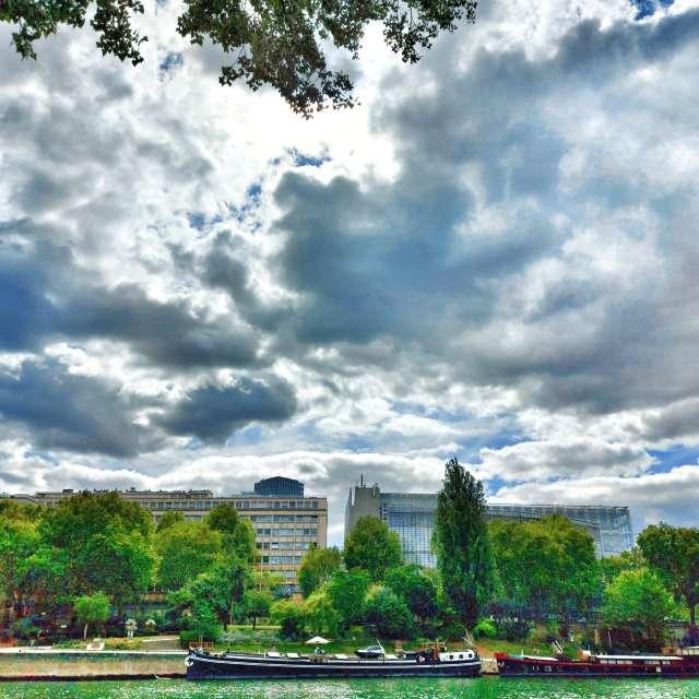 ciel chargé sur Paris