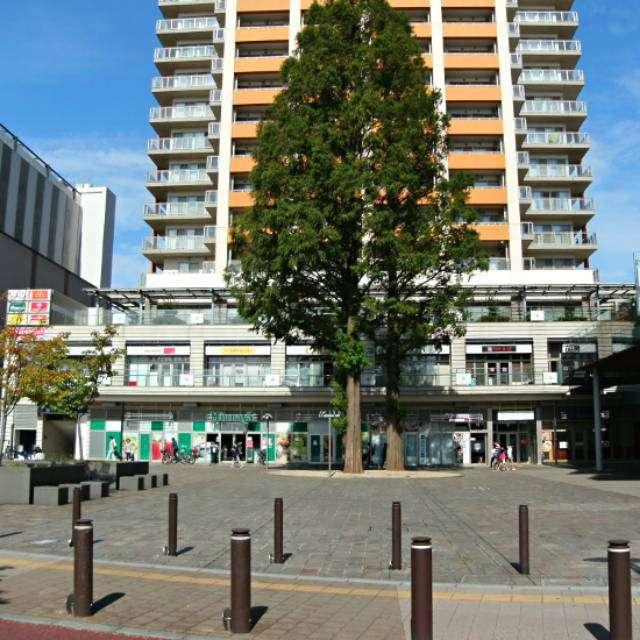 武蔵小金井駅南口「アクウェルモール」前にて