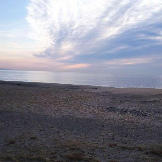 朝イチの砂浜にて