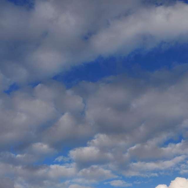 Formas y colores de nubes.
