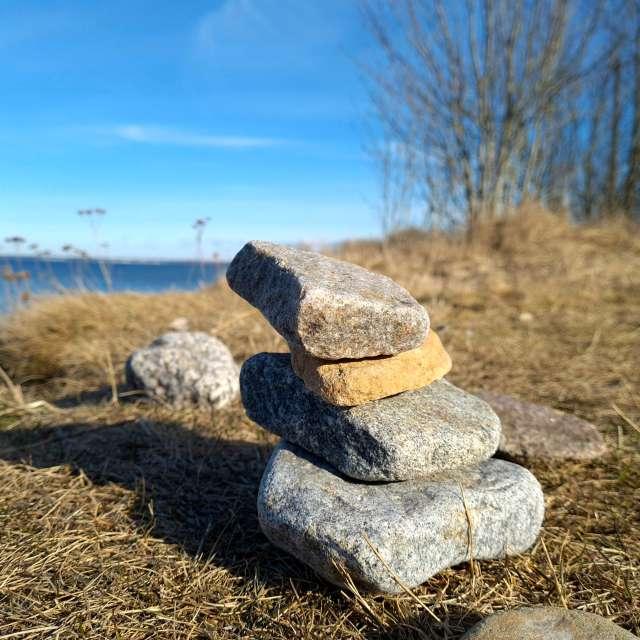 Камень у моря