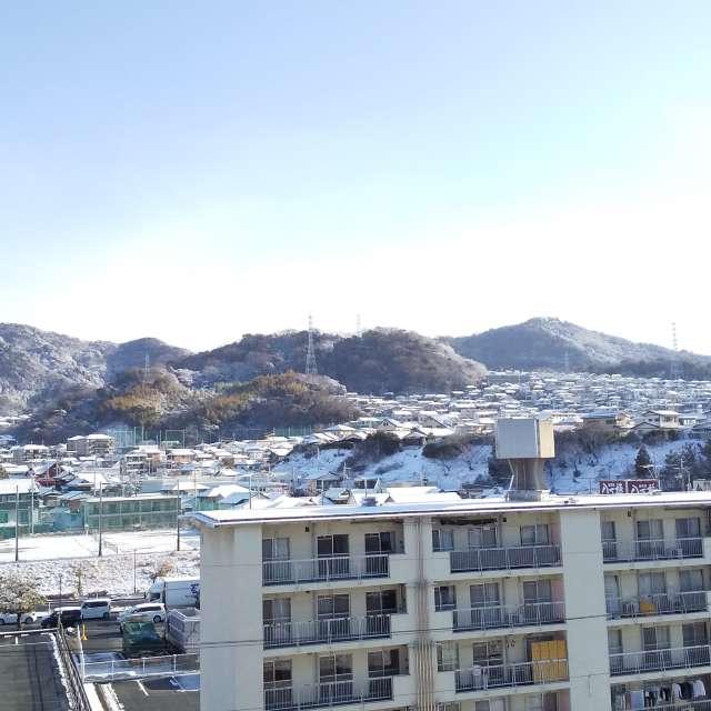 何日か前の写真だが、遠くの山に雪が積もっていた  ー