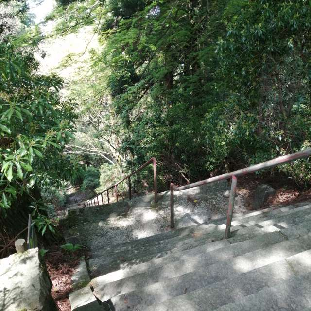 Okunoin, old steep stairs.