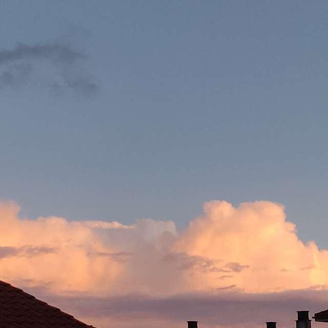 Atardecer parcialmente nublado