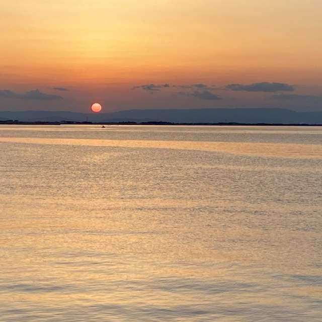 海から見た夕日