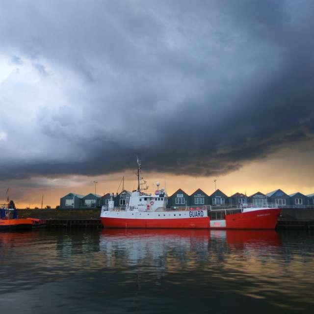 Naderende bui boven Den Helder
