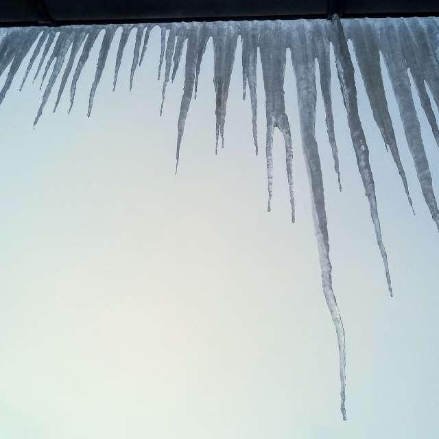 Eiszapfen mit Himmel