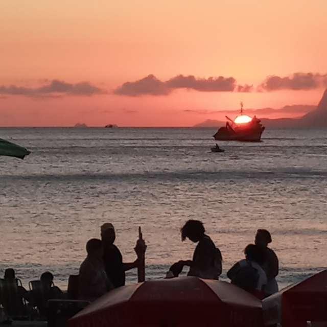 Por do sol praia de Itaipu
