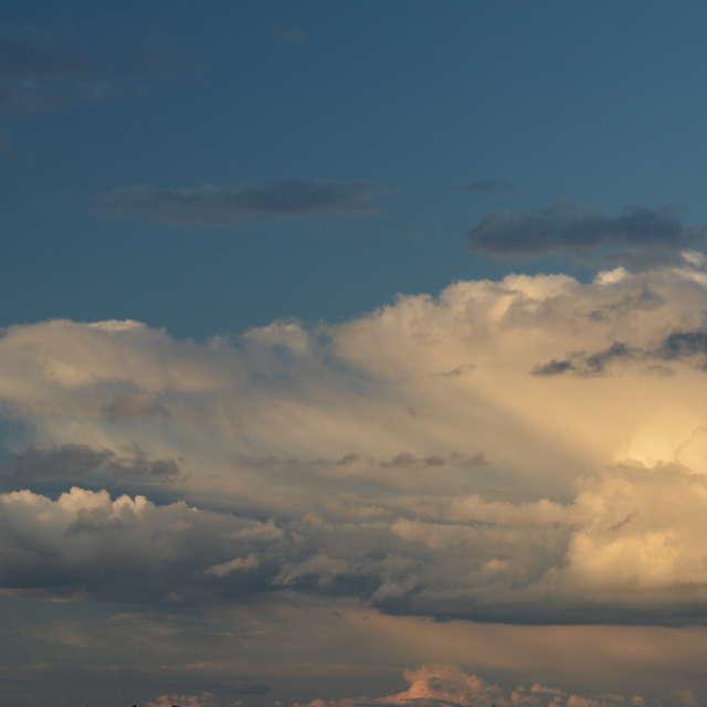 Кучевые облака в небе