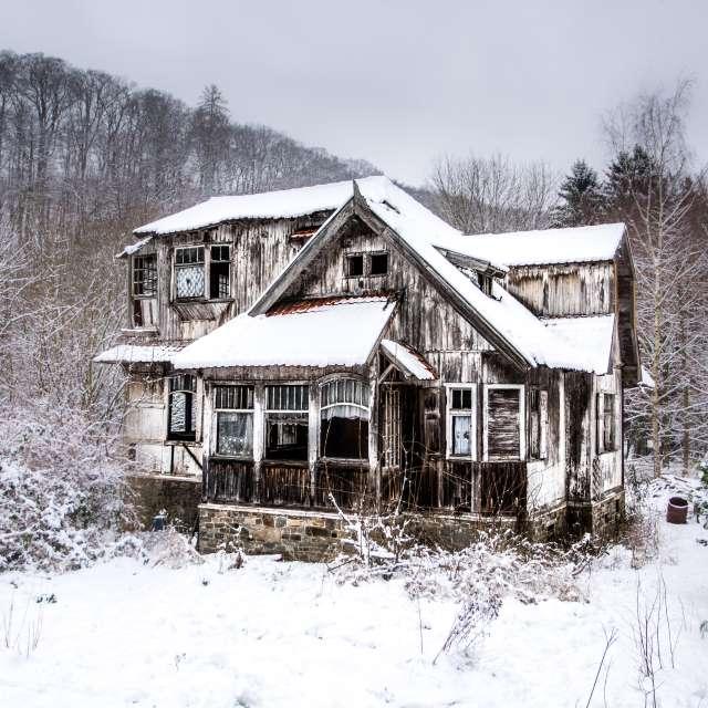 Hexenhaus im Schnee