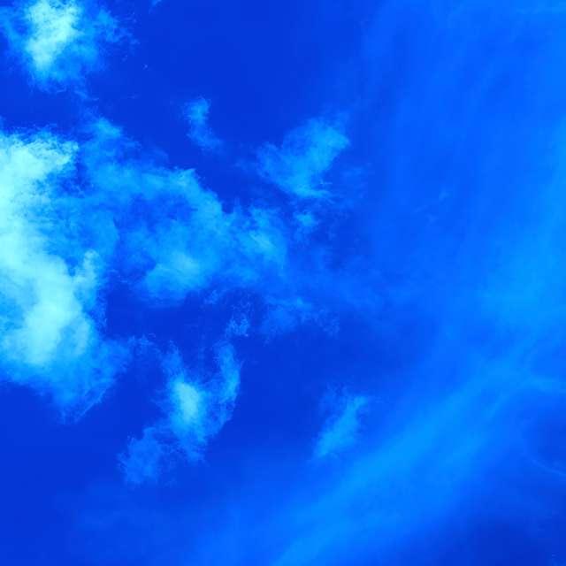 Fast Clouds on Slow Gossamer