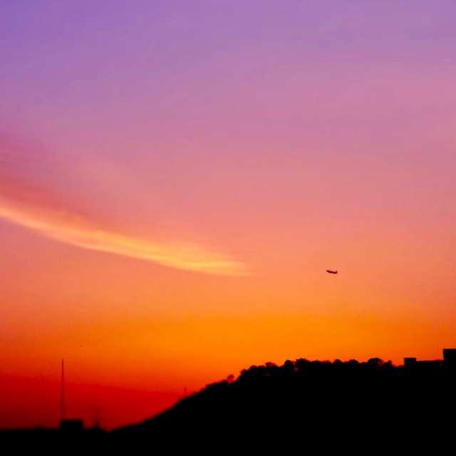 夕映えと飛行機