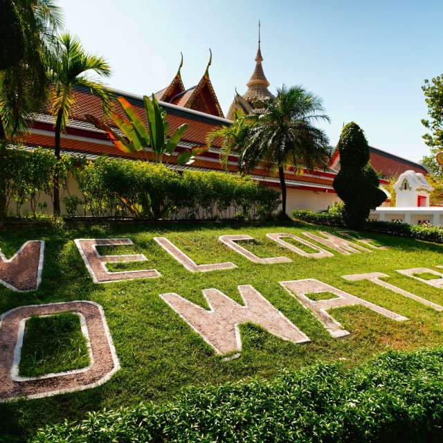 wellcome to wat pho take photo