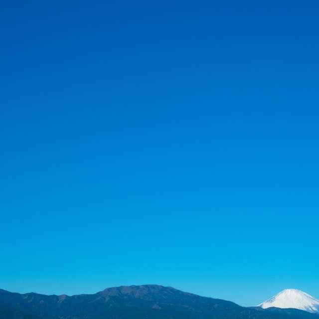 箱根の山と富士山と快晴の空