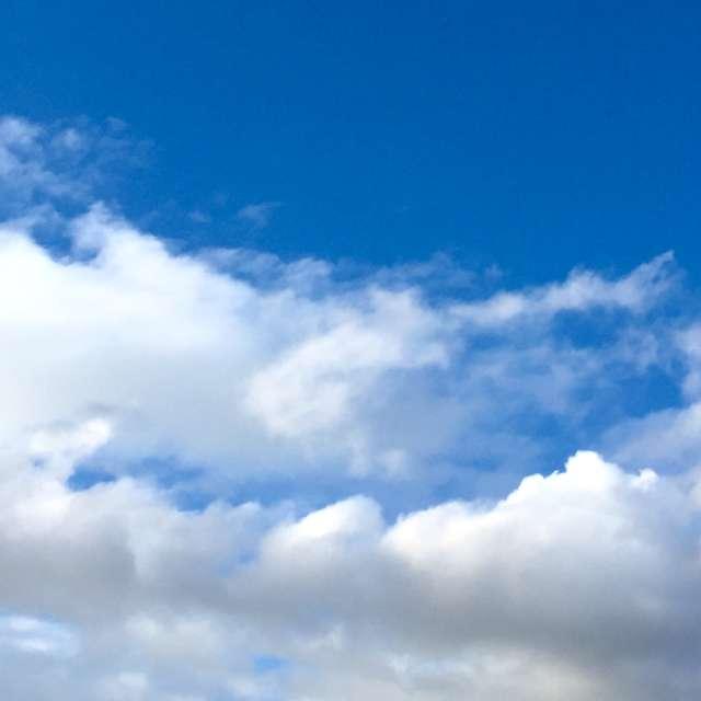 白い雲のように