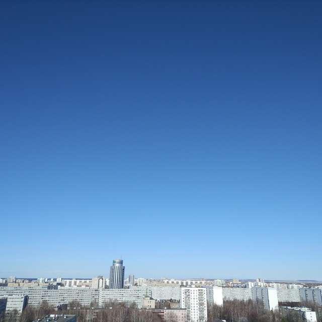 А небо голубое голубое...