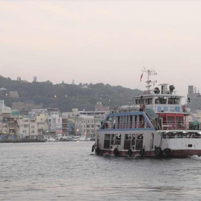 朝の輪渡 (高雄) Ferry boat