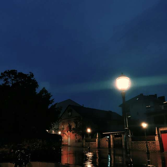 plaza del maestro con lluvia
