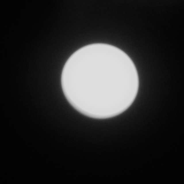 4月にいろいろな感じでお月様を撮ってみた中の一つ