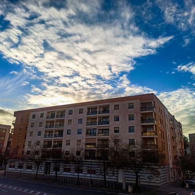 Nubes y claros en su hogar.