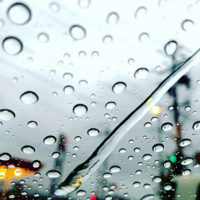 雨の流れ星