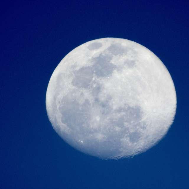 Daytime moon shot