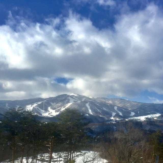 雄大な雪化粧の山並み