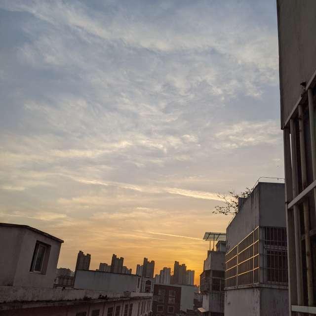 晴朗的下午过后留下美丽的晚霞