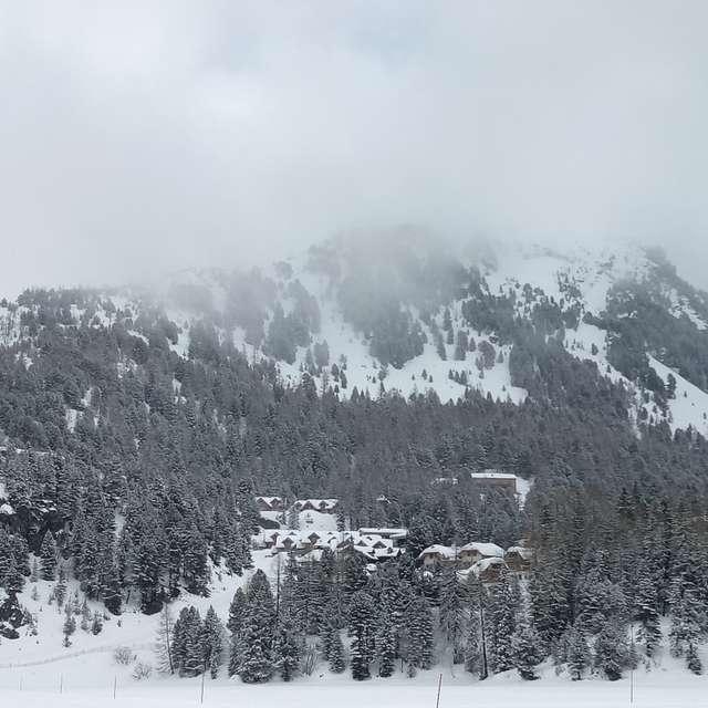 Berggipfel im Nebel